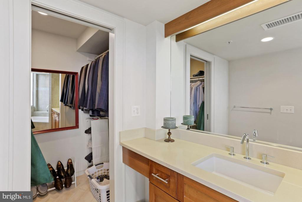 full bath 2 - 2000 MASSACHUSETTS AVE NW #R-4, WASHINGTON