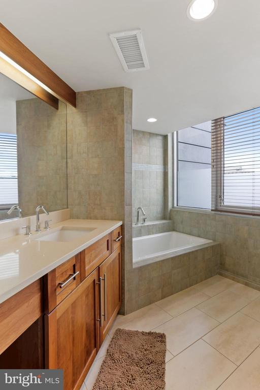 full bath 1 - 2000 MASSACHUSETTS AVE NW #R-4, WASHINGTON