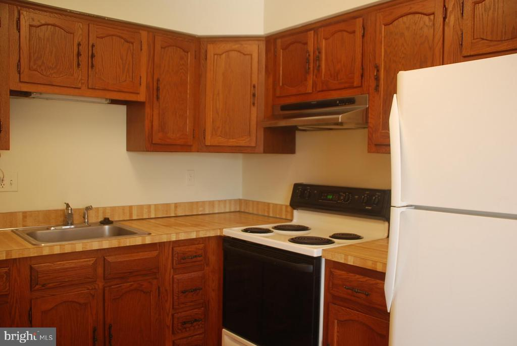 Room for table for 2 kitchen - 7050 BASSWOOD RD #11, FREDERICK