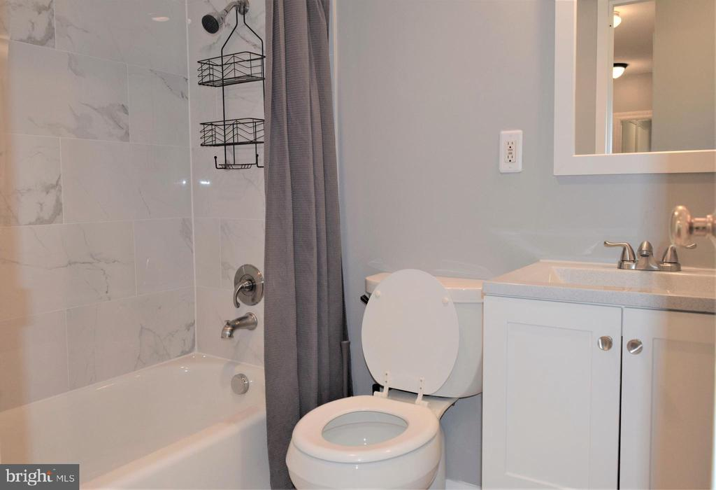 Updated Bathroom - 2030 N ADAMS ST #404, ARLINGTON