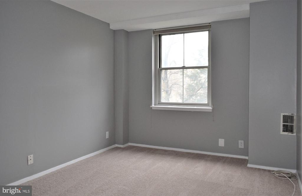 Bedroom with New Carpet - 2030 N ADAMS ST #404, ARLINGTON
