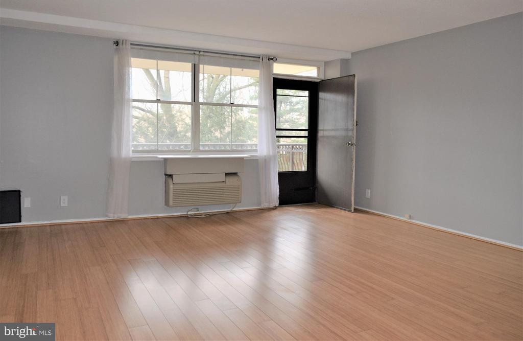 Living Room with Balcony Access - 2030 N ADAMS ST #404, ARLINGTON