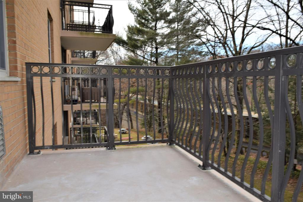 Balcony - 2030 N ADAMS ST #404, ARLINGTON