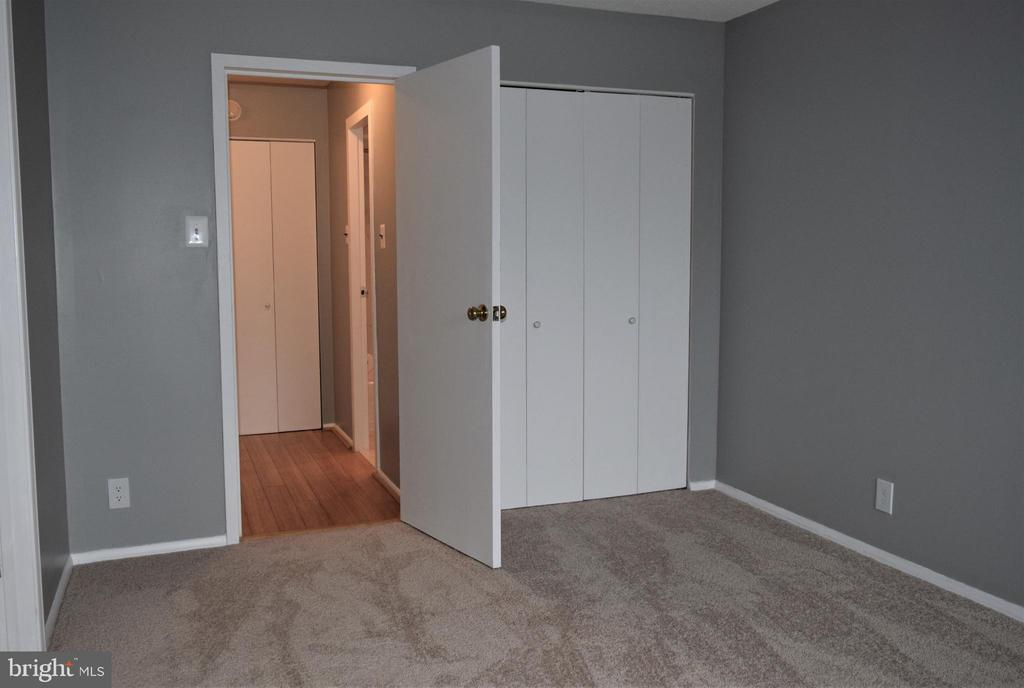 Bedroom access to Bathroom - 2030 N ADAMS ST #404, ARLINGTON