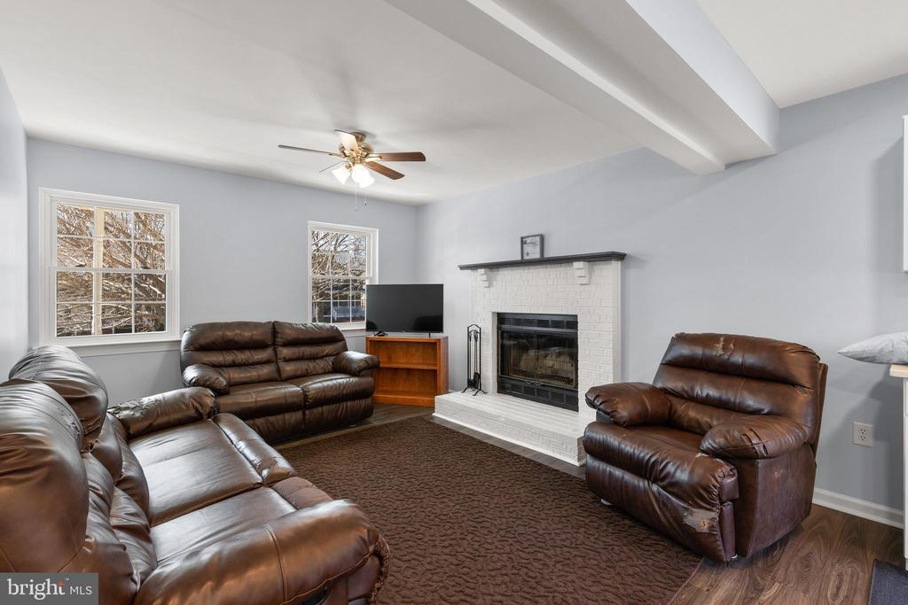 Family Room with fireplace - 13509 PHOTO DR, WOODBRIDGE