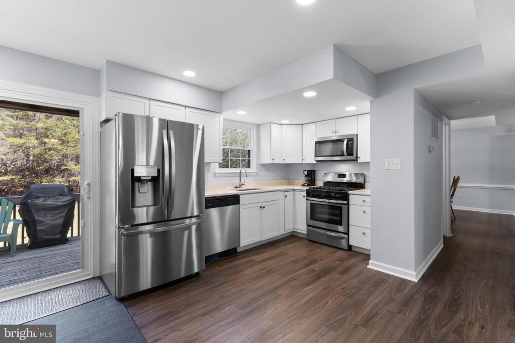 Kitchen with new Stainless Steel appliances - 13509 PHOTO DR, WOODBRIDGE