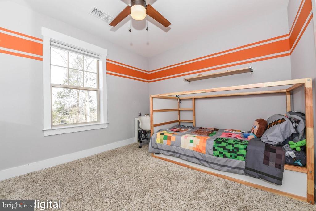 Bedroom 2 - client applied custom paint. - 6720 OAKRIDGE RD, NEW MARKET
