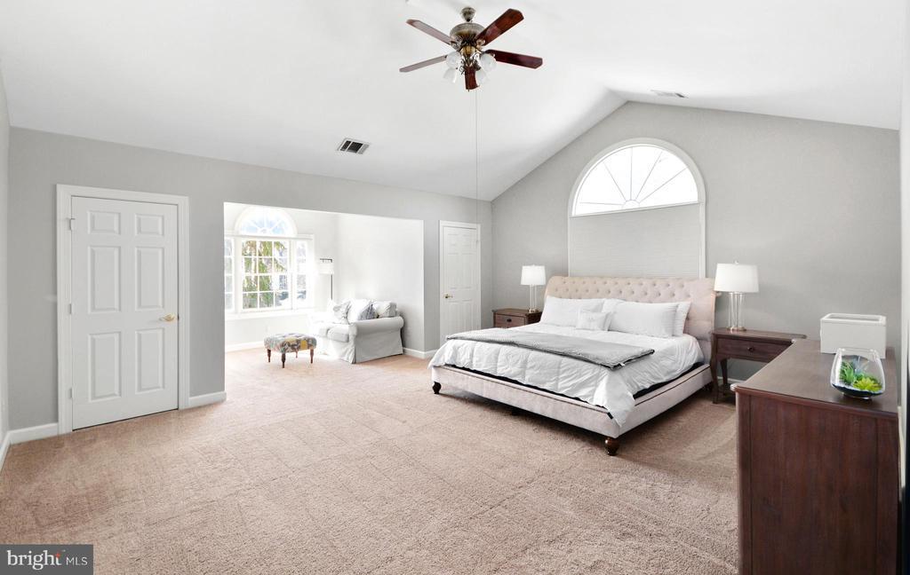 Massive Owner's Suite - 8910 DANVILLE TER, FREDERICK