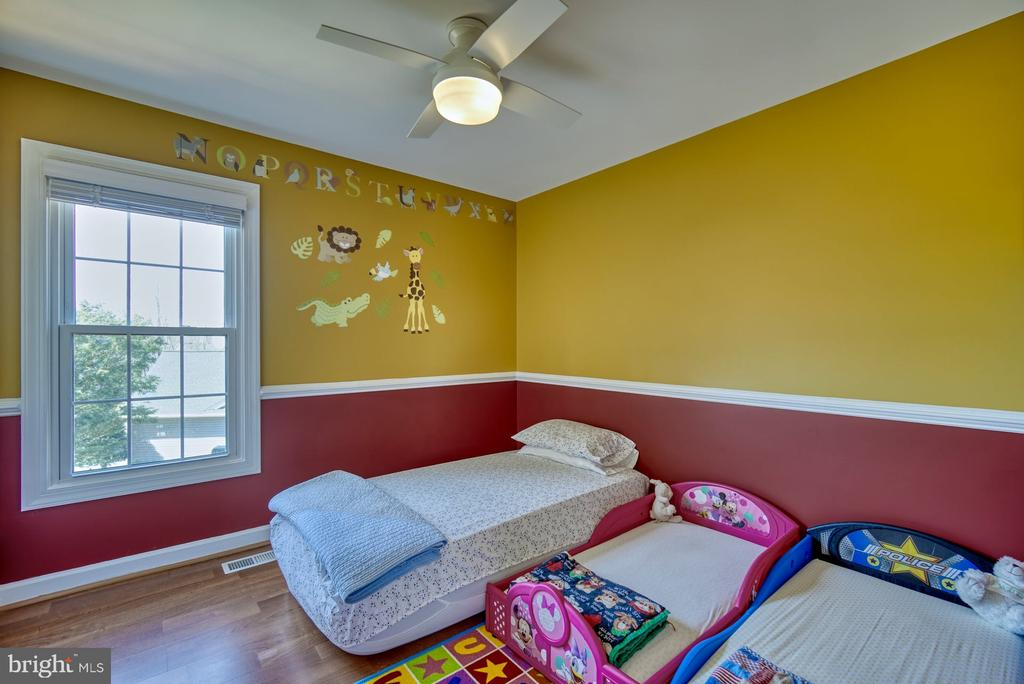 Nice Sized Second Bedroom - 43936 BRUCETON MILLS CIR, ASHBURN