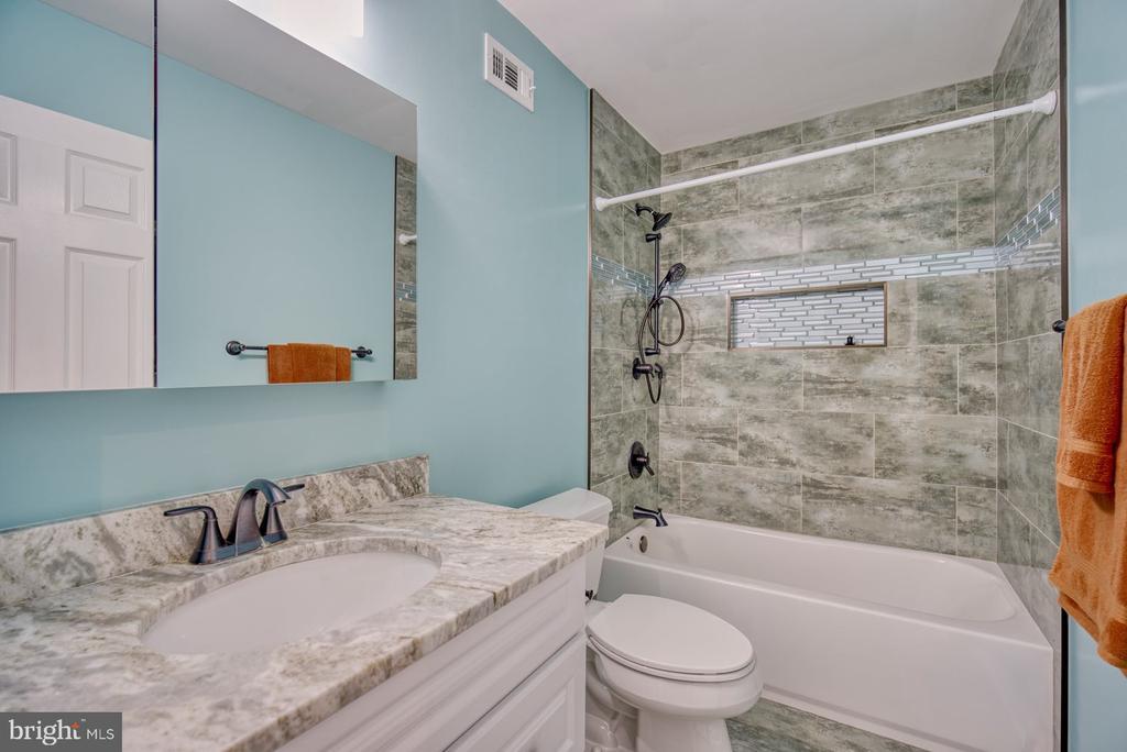 Beautiful Renovated Second Full Bathroom - 43936 BRUCETON MILLS CIR, ASHBURN