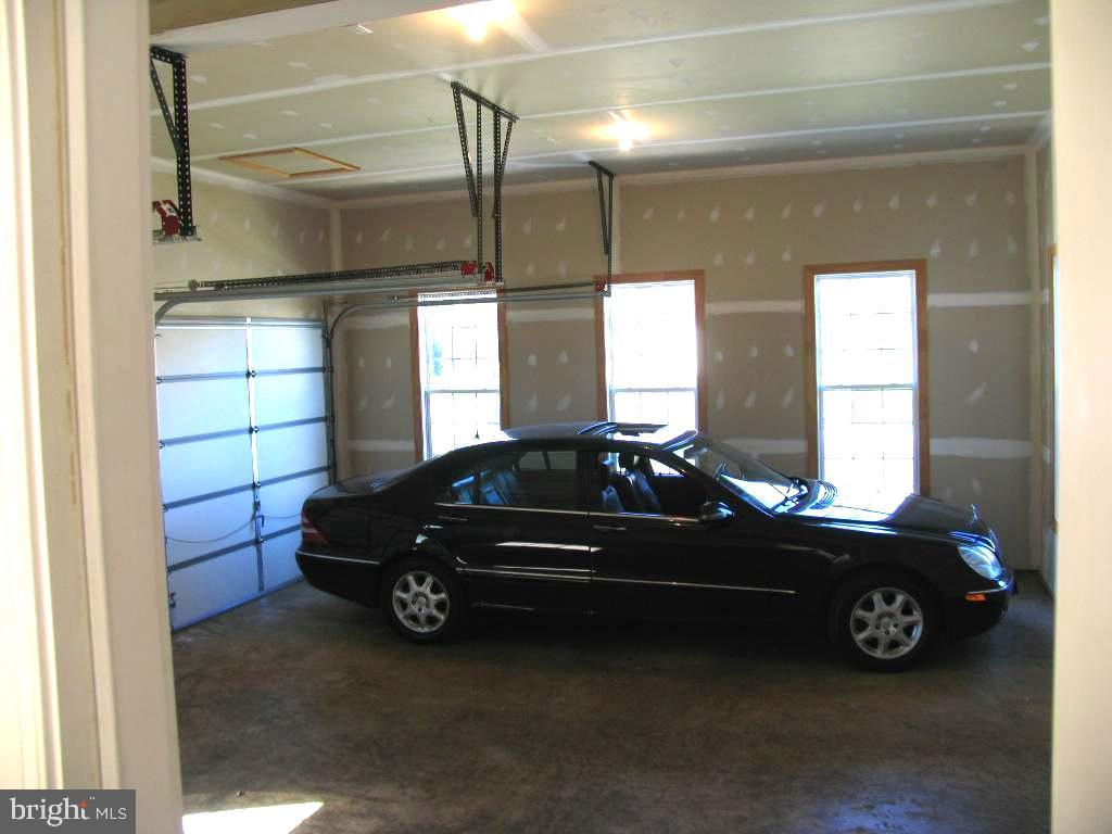 Garage - 201 GREENHOW CT SE, LEESBURG