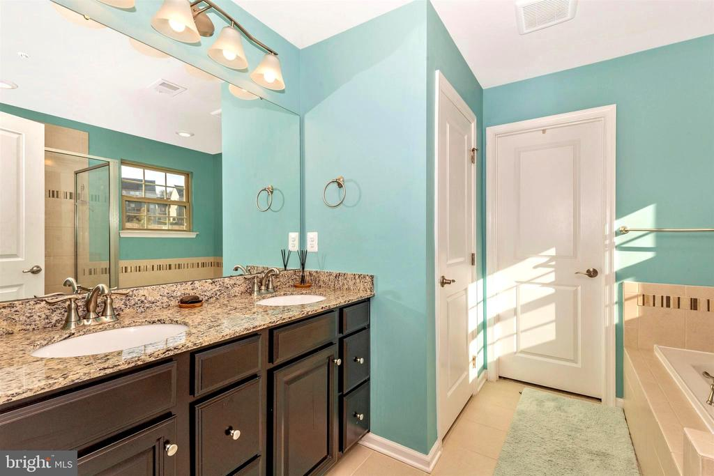 Large walk in closet in primary bathroom - 8714 PRESTON DR, FREDERICK
