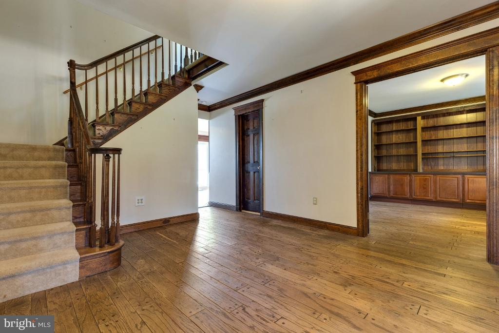 Grand Foyer - 9340 FAIRFAX ST, ALEXANDRIA