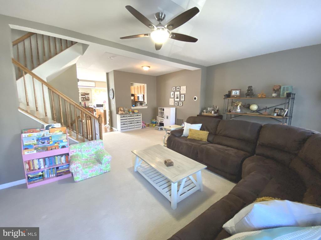 Pass through from Kitchen to Living Room - 14103 RED ROCK CT, GAINESVILLE