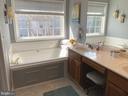 Ceramic Surround Soaking Tub w/ Shelf - 14103 RED ROCK CT, GAINESVILLE