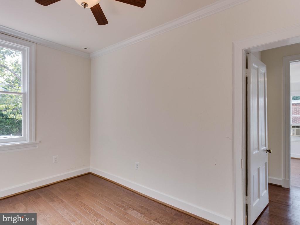 Upper Unit Bedroom - 322 S WASHINGTON ST, ALEXANDRIA
