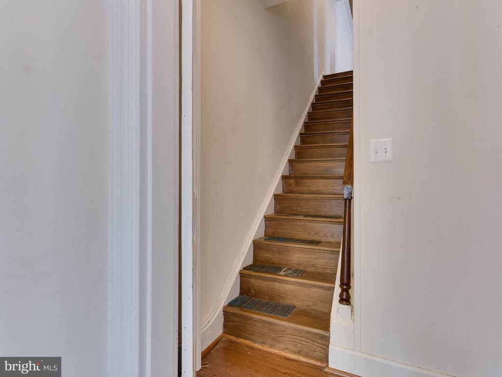 Stairs to Upper Unit - 322 S WASHINGTON ST, ALEXANDRIA