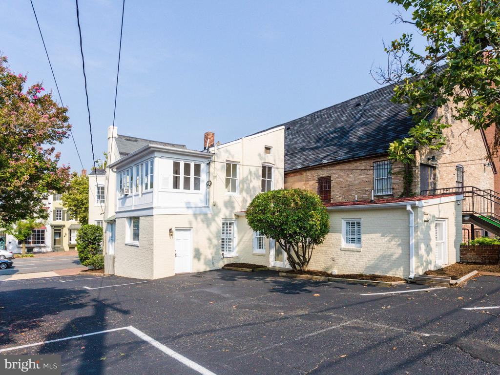 Back of property, parking lot and alley exit - 322 S WASHINGTON ST, ALEXANDRIA
