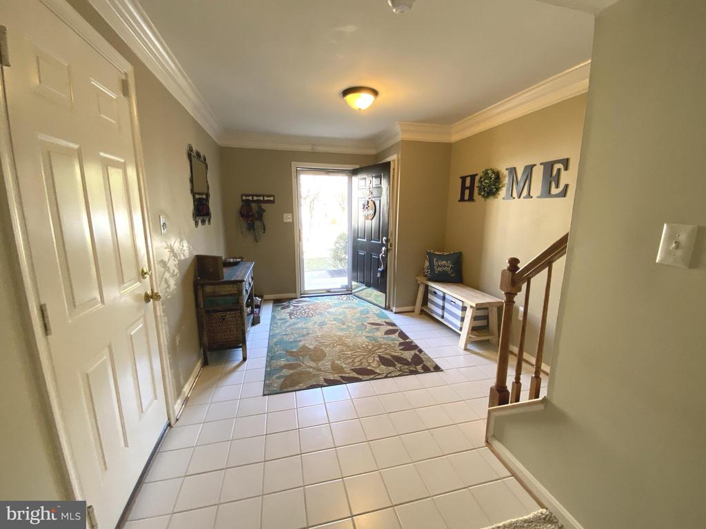 Large Foyer w/ Tile Floor & Crown Molding - 14103 RED ROCK CT, GAINESVILLE