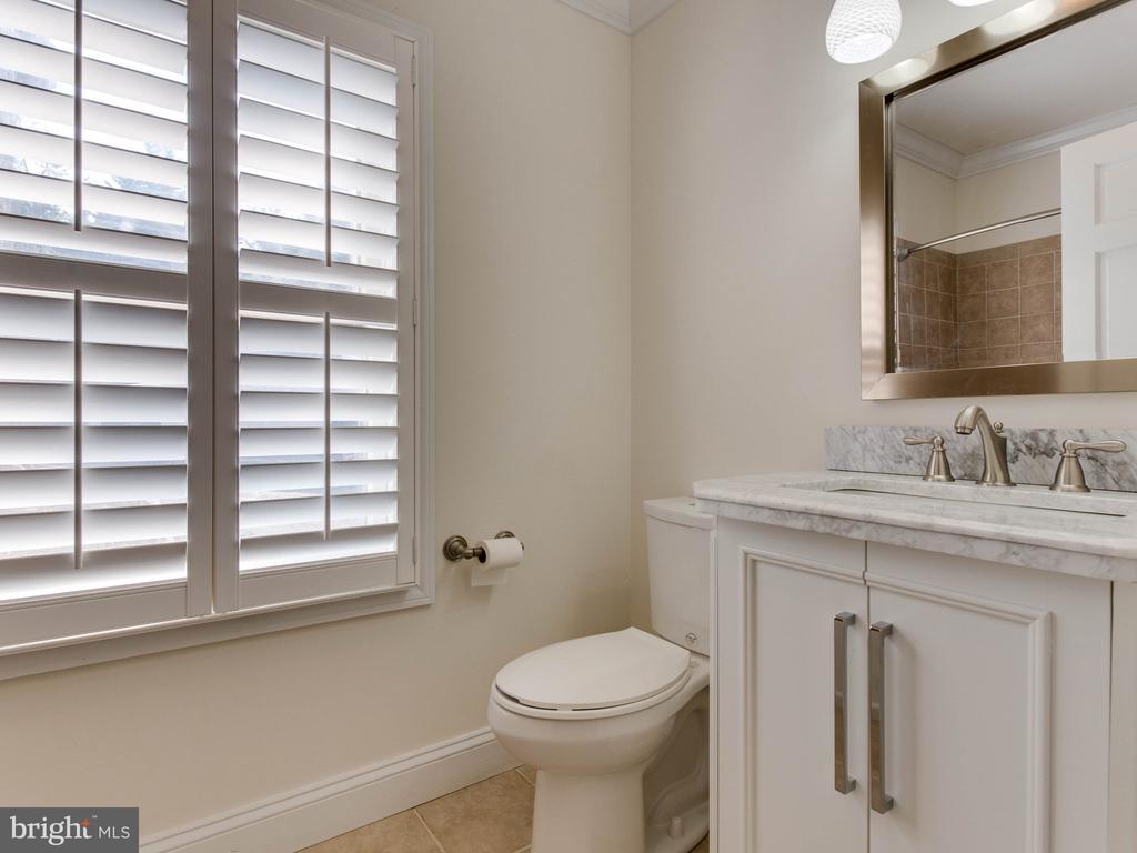 Lower Unit Bathroom 1 - 322 S WASHINGTON ST, ALEXANDRIA