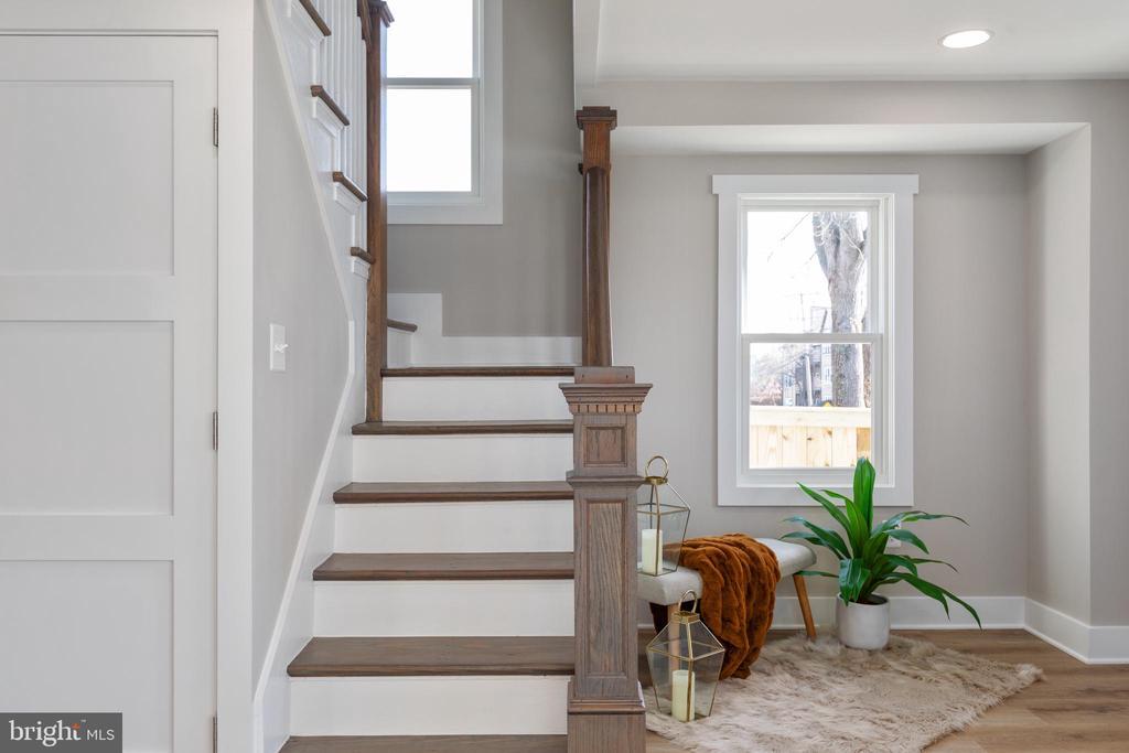 Staircase - 250 LOUDOUN ST SW, LEESBURG