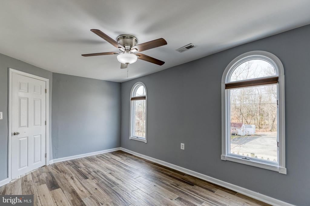 With picturesque windpws - 9011 BACKLICK RD, FORT BELVOIR