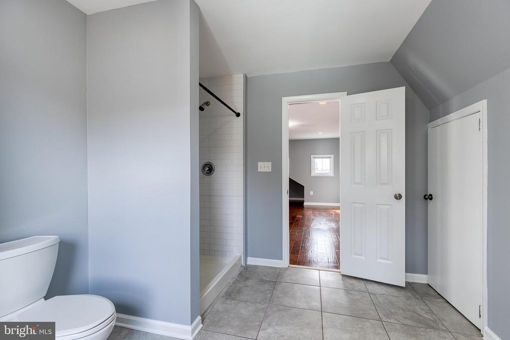 Includes tiled walk in shower - 9011 BACKLICK RD, FORT BELVOIR