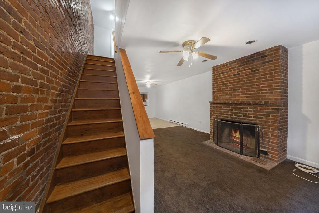 Living Space - 1911 9 1/2 ST NW, WASHINGTON