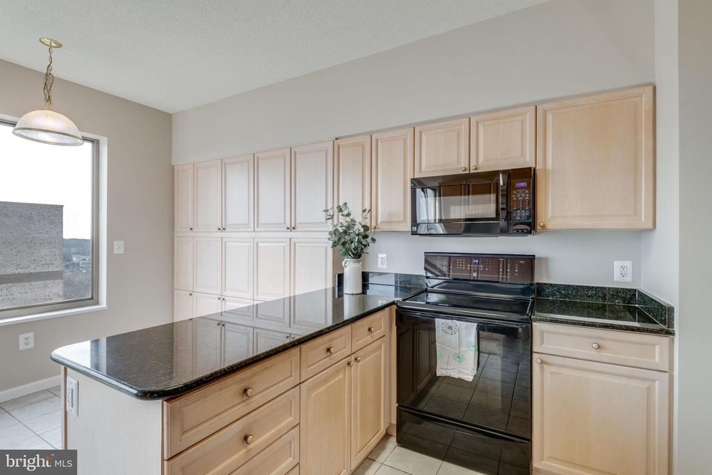 Easy storage in this kitchen - 19365 CYPRESS RIDGE TER #1007, LEESBURG