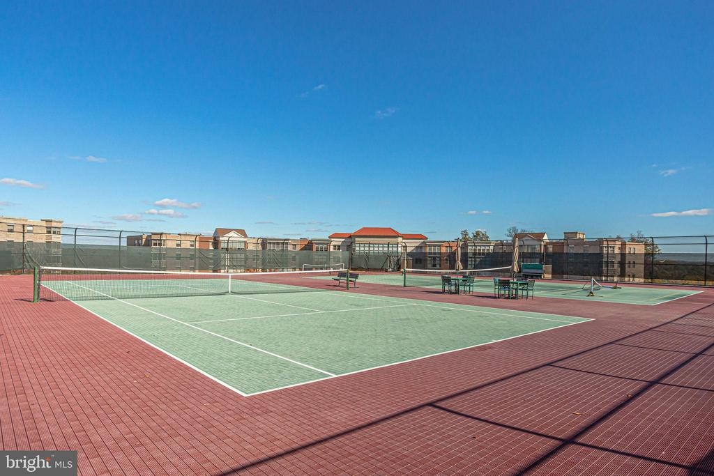 Tennis anyone? - 19365 CYPRESS RIDGE TER #1007, LEESBURG
