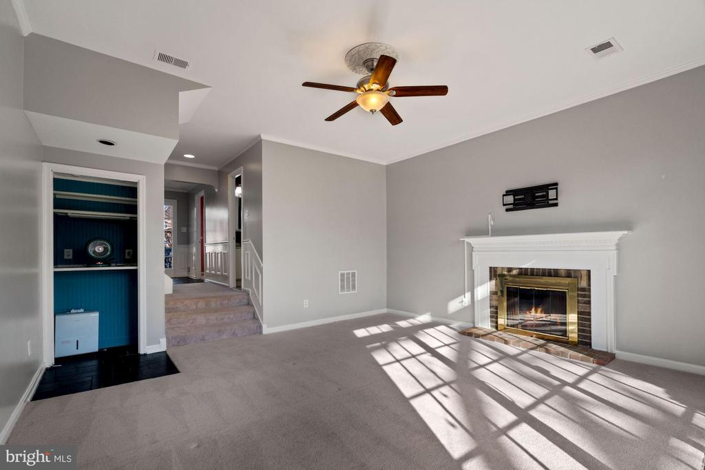 Fireplace - 6703 WASHINGTON BLVD #F, ARLINGTON