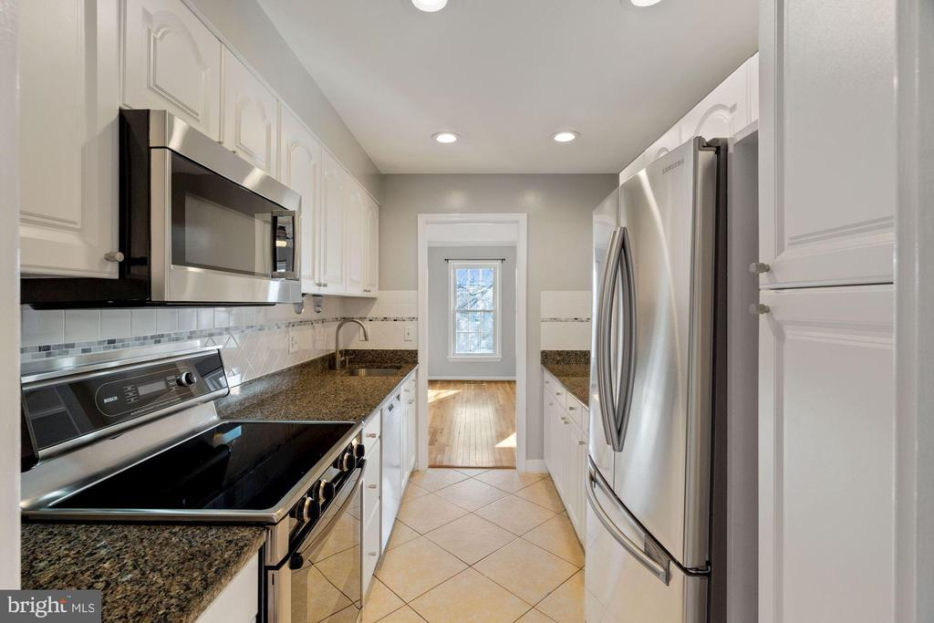 Recessed lighting - 6703 WASHINGTON BLVD #F, ARLINGTON