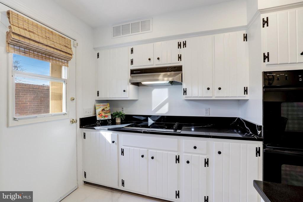 Kitchen - Rear Door to Private Patio for BBQ - 214 N COLUMBUS ST, ALEXANDRIA