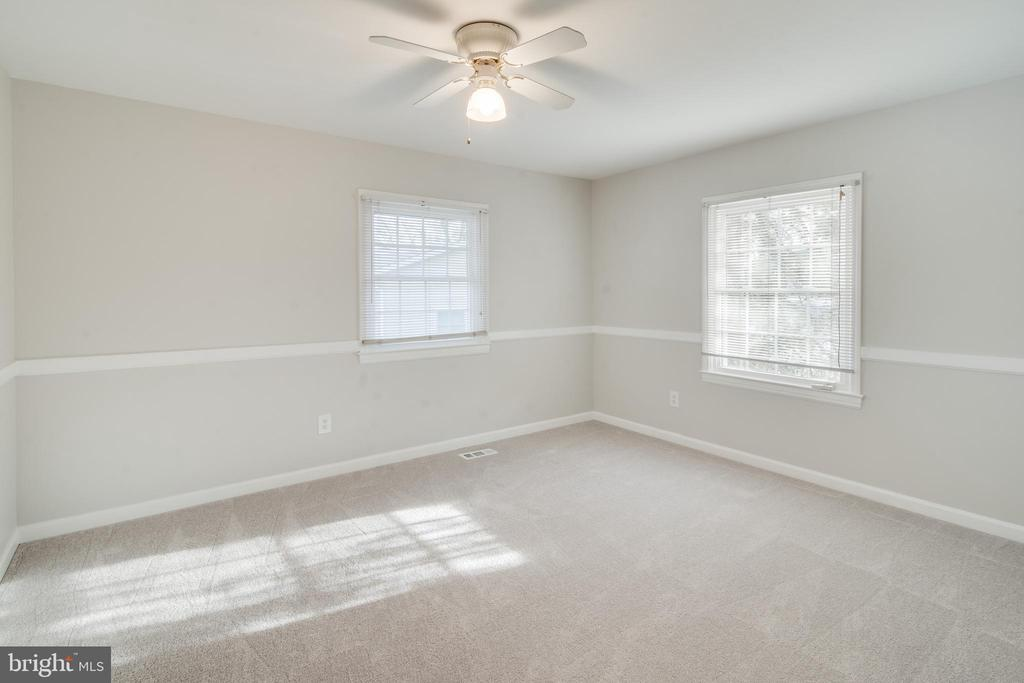 Secondary bedroom - 302 S COLLIER CT, STERLING