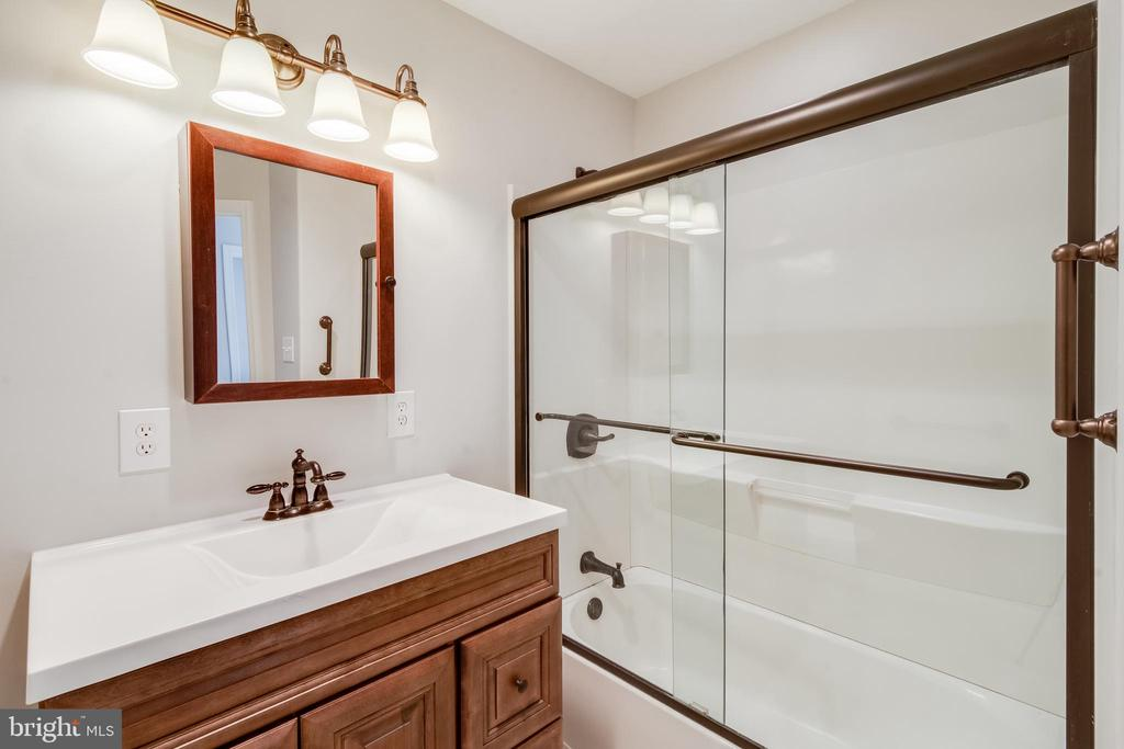 Updated hall bath - 302 S COLLIER CT, STERLING