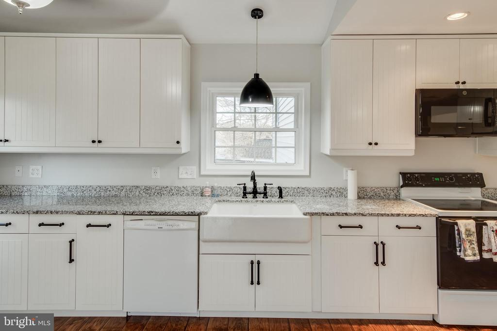 Check out the farmhouse sink - 302 S COLLIER CT, STERLING