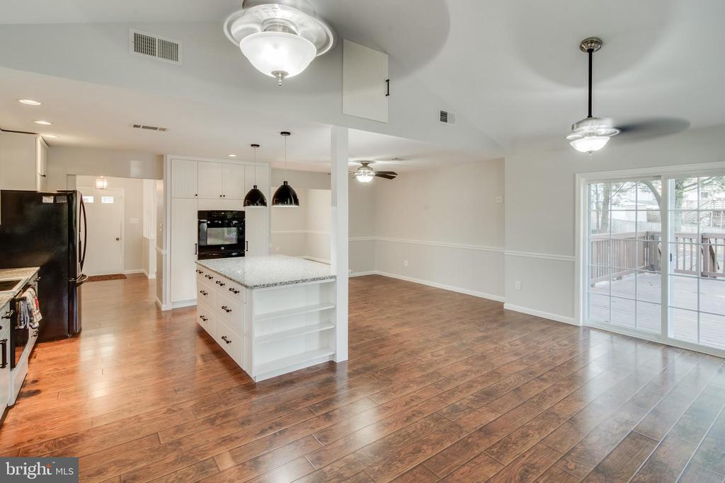 What a great space for a family room - 302 S COLLIER CT, STERLING