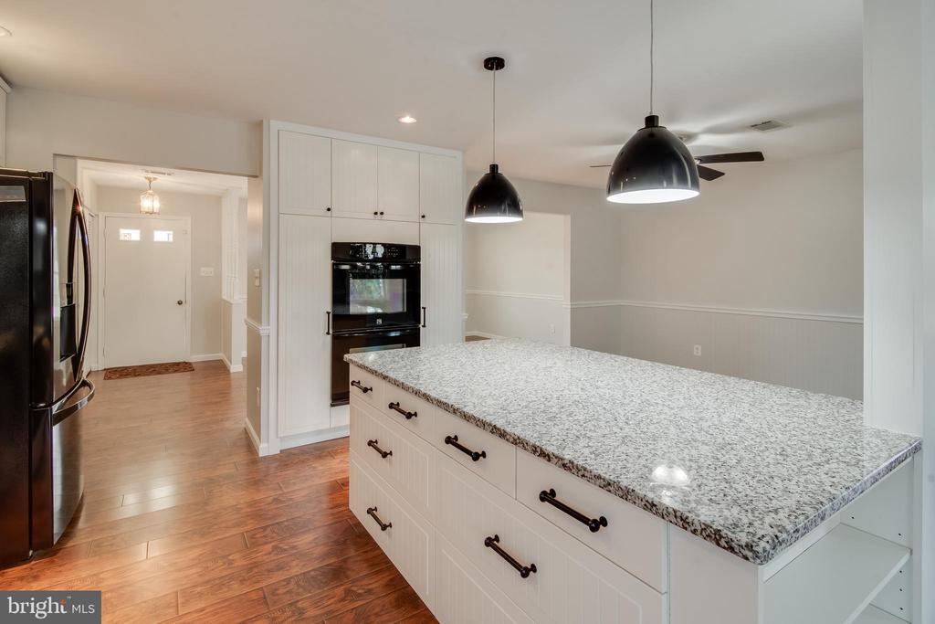 Lots of counter space for the chef in the family - 302 S COLLIER CT, STERLING