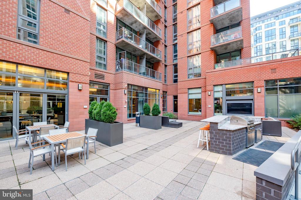 Outdoor Grilles and Dining Areas - 1025 1ST ST SE #801, WASHINGTON