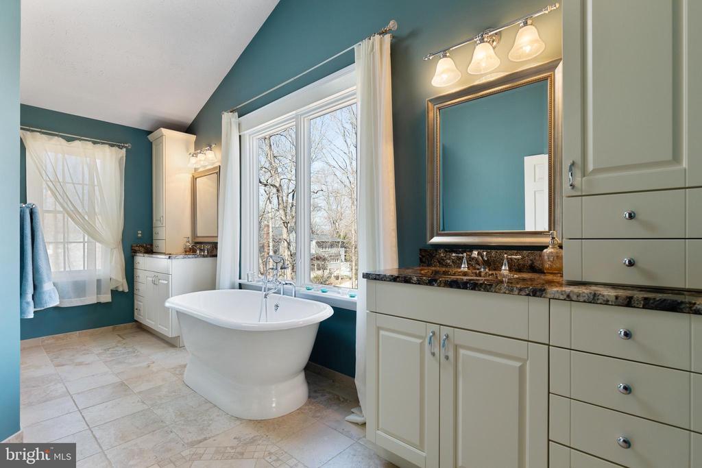Luxury Bathroom with Heated Floors - 16 STAFFORD CT, STERLING