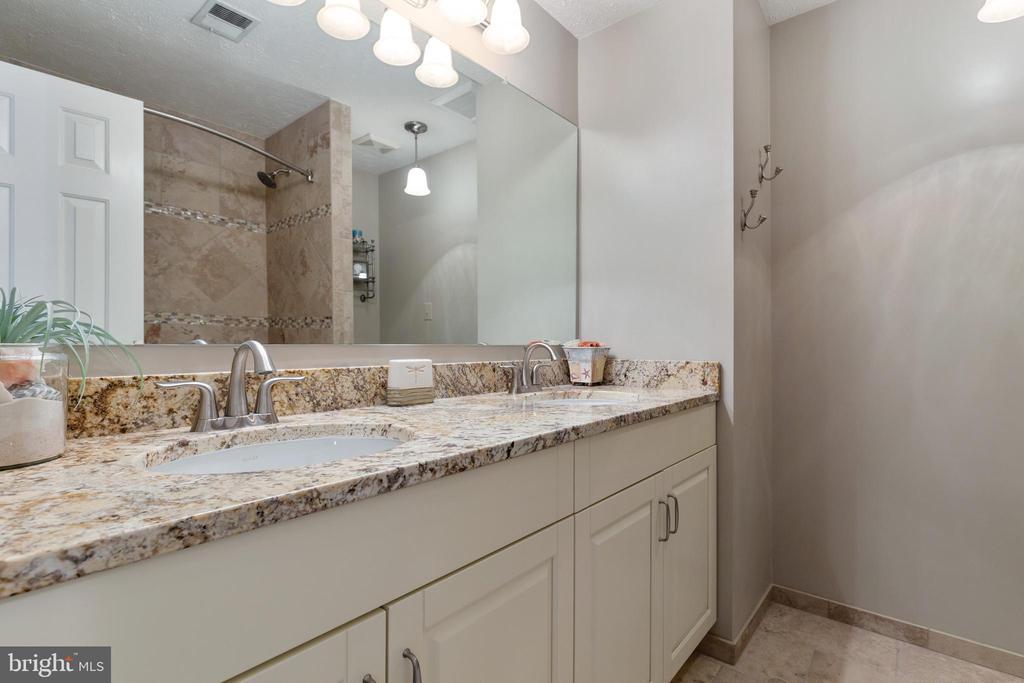 Luxury Hall Bathroom with Dual Vanity - 16 STAFFORD CT, STERLING