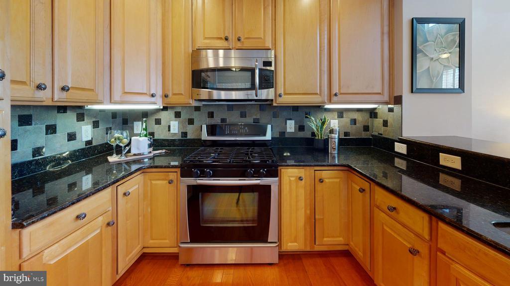 Upgraded kitchen! - 35 E ALL SAINTS ST #319, FREDERICK