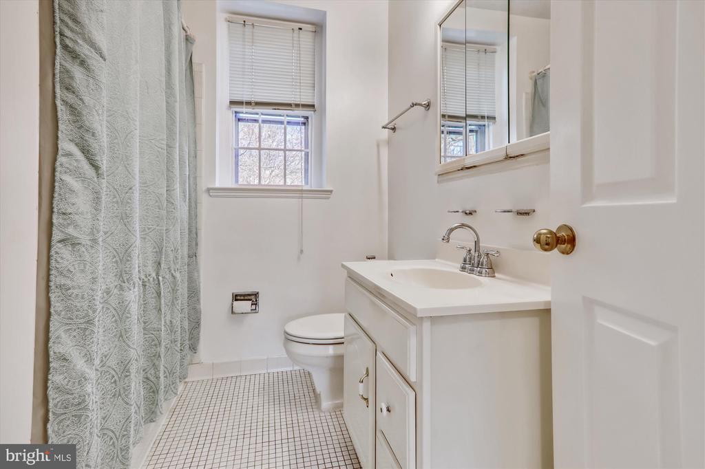 Bathroom - 3640 39TH ST NW #D526, WASHINGTON