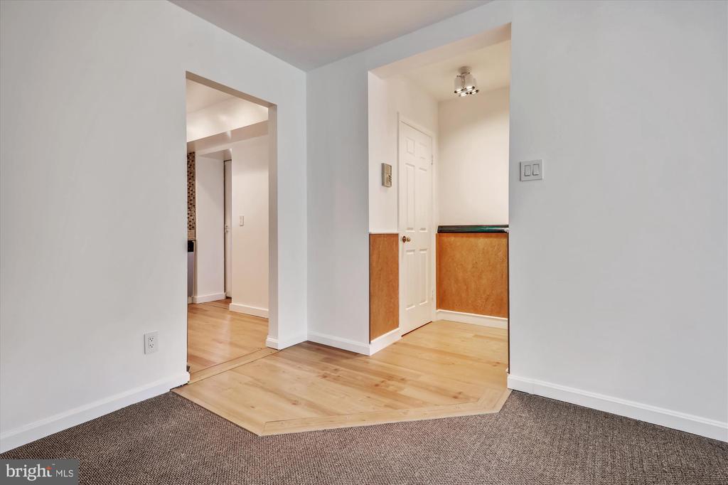 Entry - 3640 39TH ST NW #D526, WASHINGTON