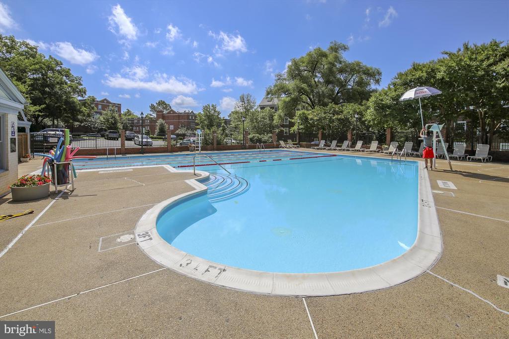 McLean Gardens Pool - 3640 39TH ST NW #D526, WASHINGTON
