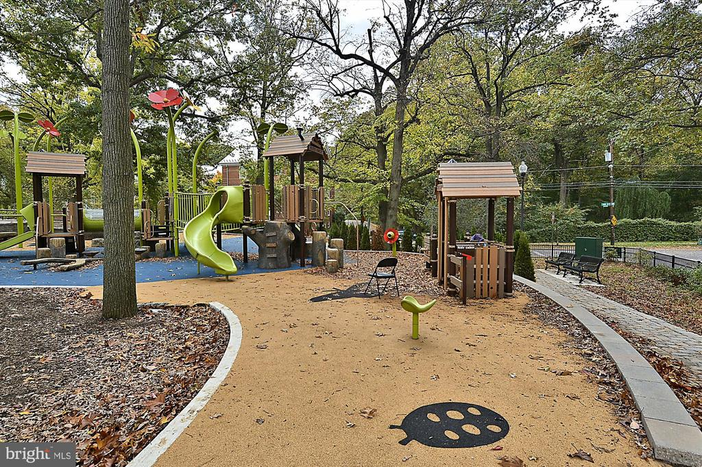 McLeanGardens Playground - 3640 39TH ST NW #D526, WASHINGTON