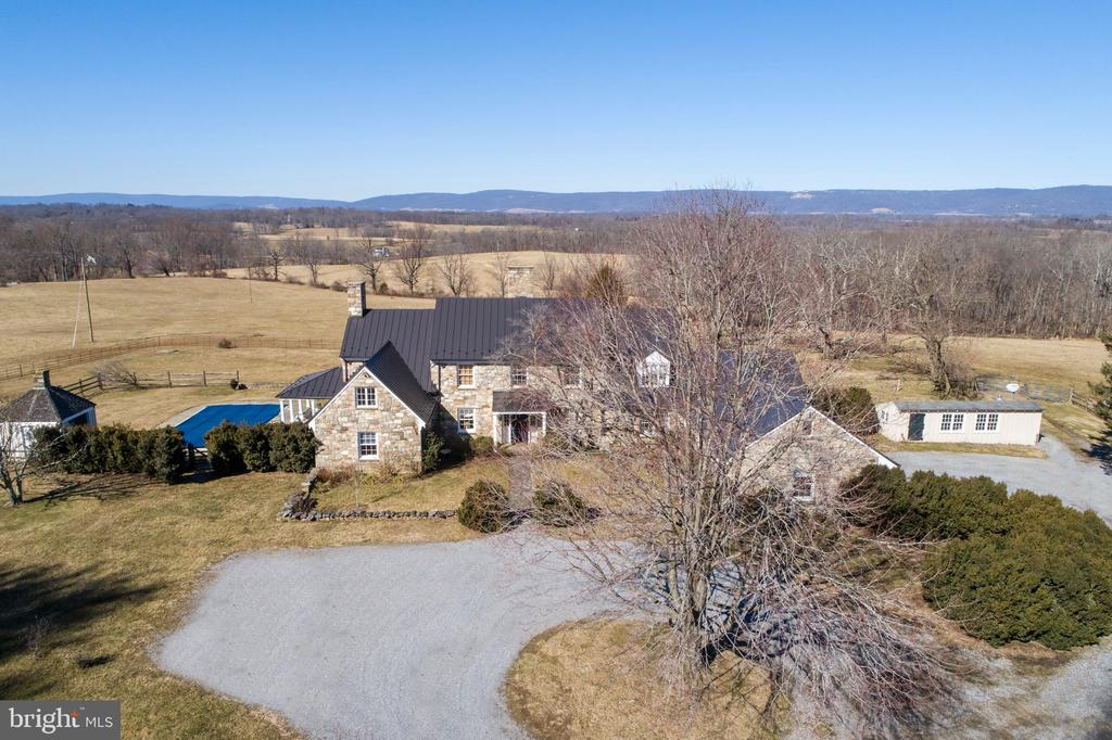 Home sited to enjoy incredible views of mountains - 21943 ST LOUIS RD, MIDDLEBURG