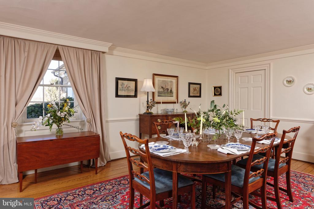 Dining Room w/chair railing & crown moulding - 21943 ST LOUIS RD, MIDDLEBURG