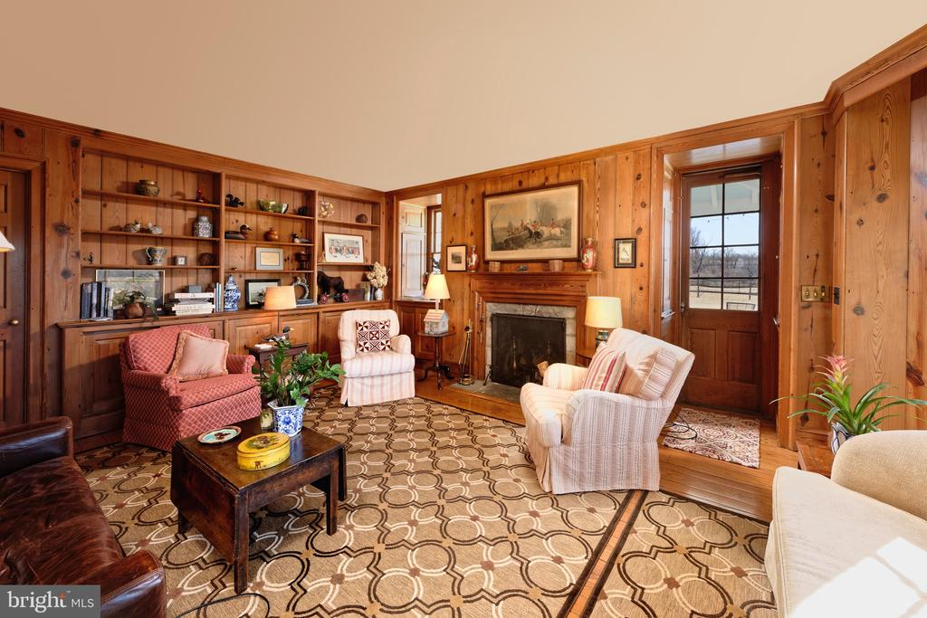 Custom wall of built-ins and fireplace - 21943 ST LOUIS RD, MIDDLEBURG