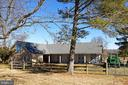 6-stall stable w/tack room, feed room & wash stall - 21943 ST LOUIS RD, MIDDLEBURG